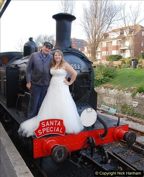 2014-12-20 Four Santas and Wedding (Almost).  (433)433