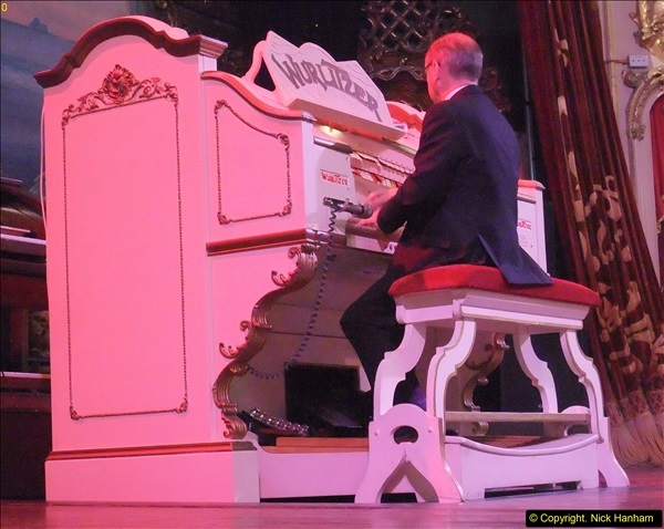 2015-10-10 The Tower Ballroom Wurlitzer Organ Blackpool, Lancashire. (7)07