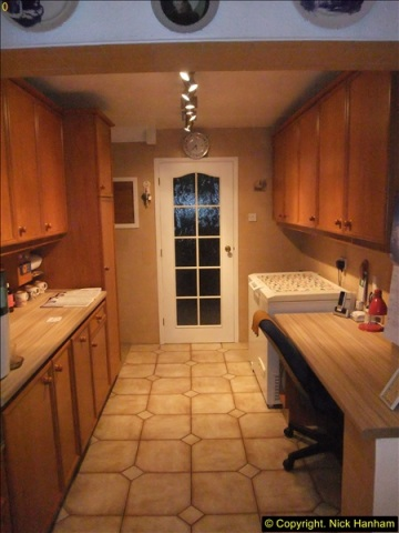 2015-11-24 Kitchen decorating. Part of kitchen only.  (1)173