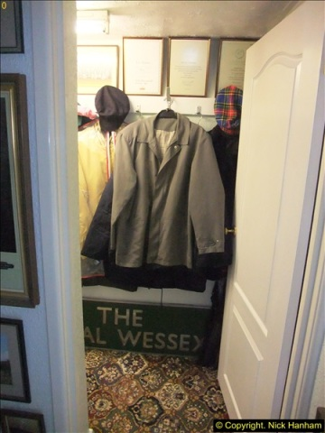 2015-07-02  to 04  Cloakroom decorating.  (16)522