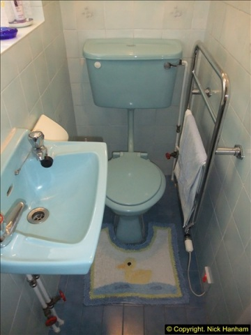 2015-07-19 to 21 Decorating the loo and shower room. (21)554