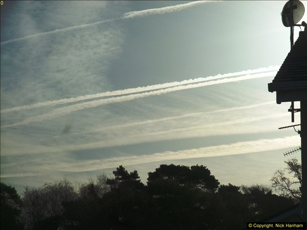 2015-04-12 Con trails over Poole, Dorset.  (5)005