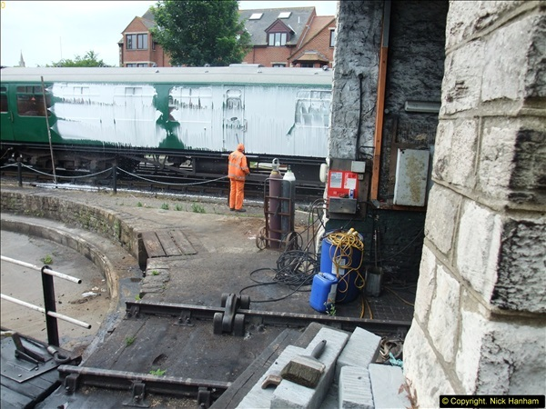2015-07-22 Part demolition of internal wall of old messing area ready foe improvements.  (5)466