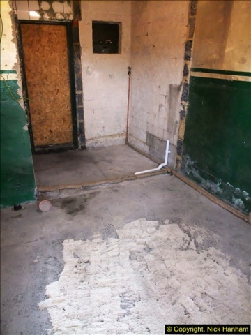 2015-08-06 New floor for the mess room.  (1)504
