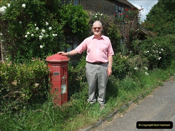2010-06-24 Holwell, Dorset. Possibly the Worlds oldest working pillar box (9)413