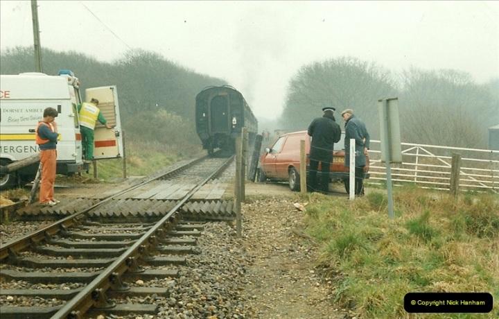 1996-04-14 This van decides to attack 47383 at Quarr Farm crossing!  (2)0292