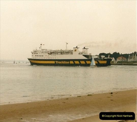 1986-02-09 Poole Quay, Dorset.  (1)124