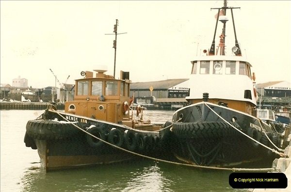 1986-02-09 Poole Quay, Dorset.  (4)127