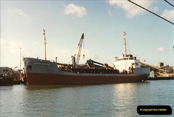 1989-02-20 Poole Quay, Dorset.  (2)162