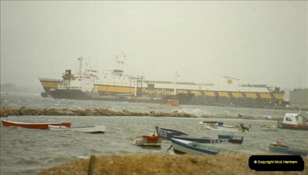 1989-10-20 Poole Quay, Dorset.  (2)177
