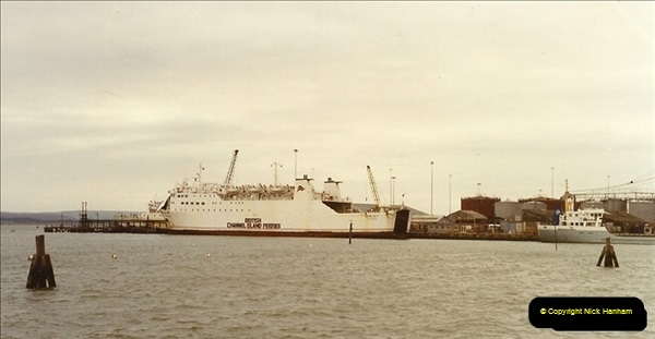 1990-03-04 Poole Quay, Dorset.  (2)184