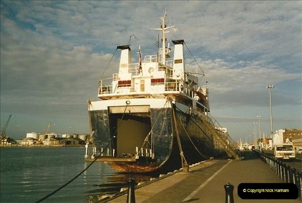 1991 May. Poole Quay, Dorset.  (3)197