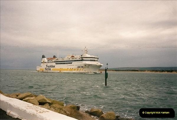 1994-12-17. The Haven, Poole, Dorset.  (1)268
