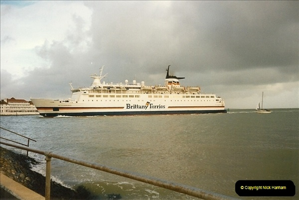 1996-01-04 The Haven, Poole, Dorset.  (1)331