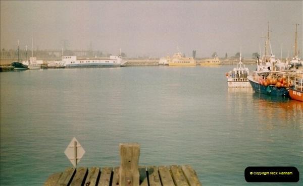 1996-02-10 Poole Quay, Dorset. Old ferry No. 3 still awaiting disposal. (3)340