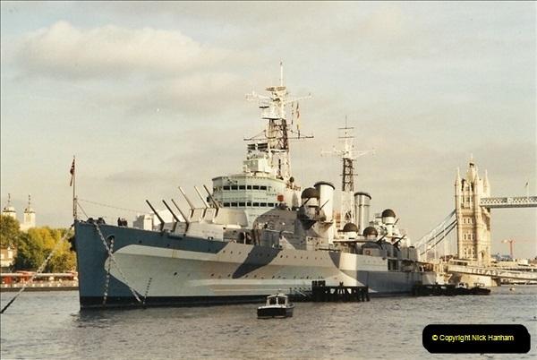 2001-11-01 HMS Belfast, River Thames, London.  (3)555