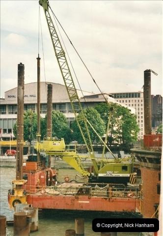 2000-09-08 Hungerford Bridge, London. (1)103103