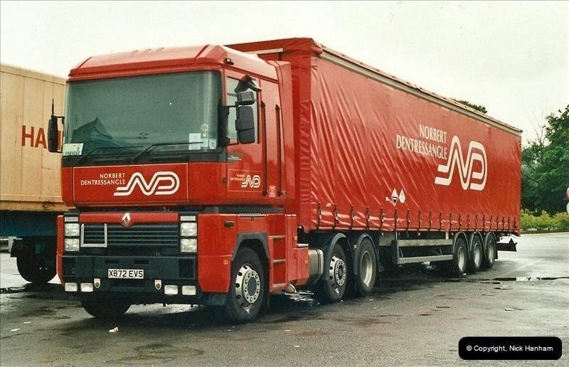 2001-06-15 Newbury, Berkshire.  (1)152152