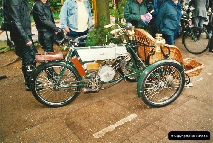 2002-06-17. The Vintage Motorcycle Club's Banbury Run, Banbury, Oxfordshire. (17)221221