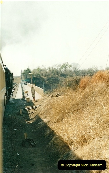 1998-11-03 Victoria Falls to Livingstone by Special Train (15)606