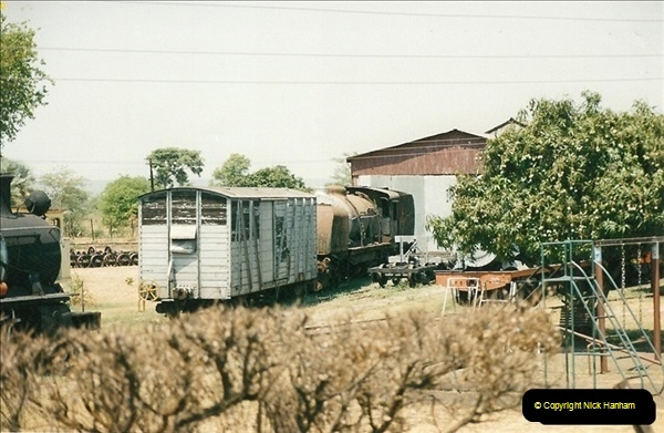 1998-11-03 Victoria Falls to Livingstone by Special Train (44)635