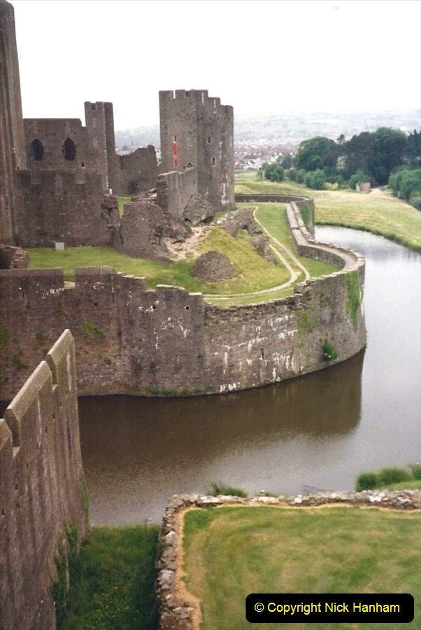 1988 Caerphilly Castle, Glamorgan, South Wales. (32)630443