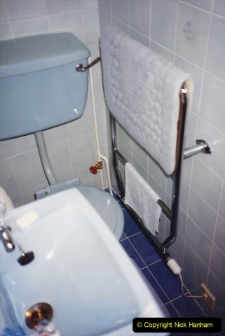 1989 April May June Your Host Building Cloakroom and shower room using alleyway between garage and house. (25)