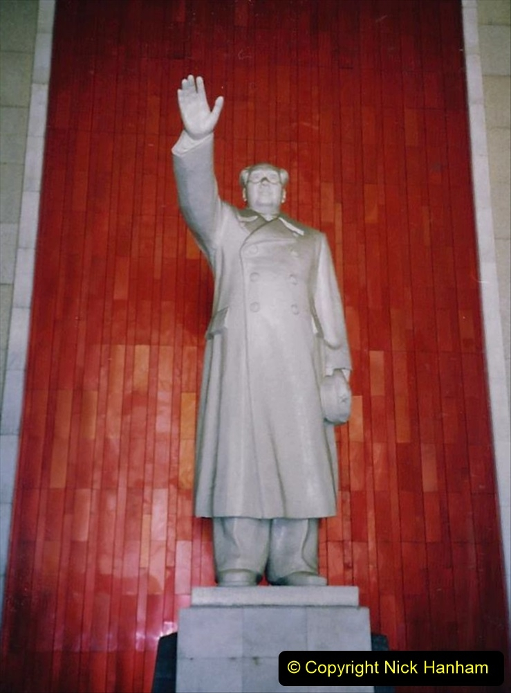 China 1993 April. (18) In the Hall of the Bridge is Mao Zedong.027