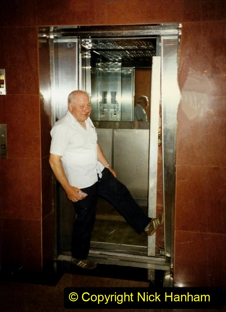 Pakistan and China 1996 June. (216) Shizhuishan. Trouble with the lift door.216