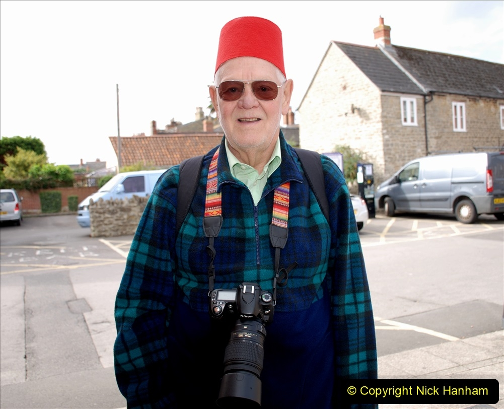 2019-09-07 Bridport Hat Festival. (9) Your Host ready for action plus FEZ (Tommy Cooper style). 009