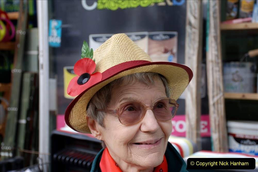 2019-09-07 Bridport Hat Festival. (11) Your Host's Wife. 011
