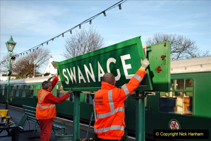 2019-11-28 The SR no running day Swanage to Wareham. (100) A sign of the times. 100