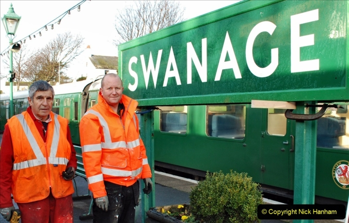 2019-11-28 The SR no running day Swanage to Wareham. (104) A sign of the times. 104