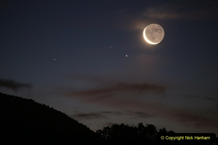 Astronomy Pictures. (373) 373