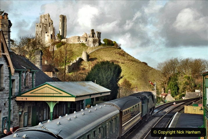 2019-12-07 SR Santa Specials Gallery 1. (80) Corfe Castle. 080