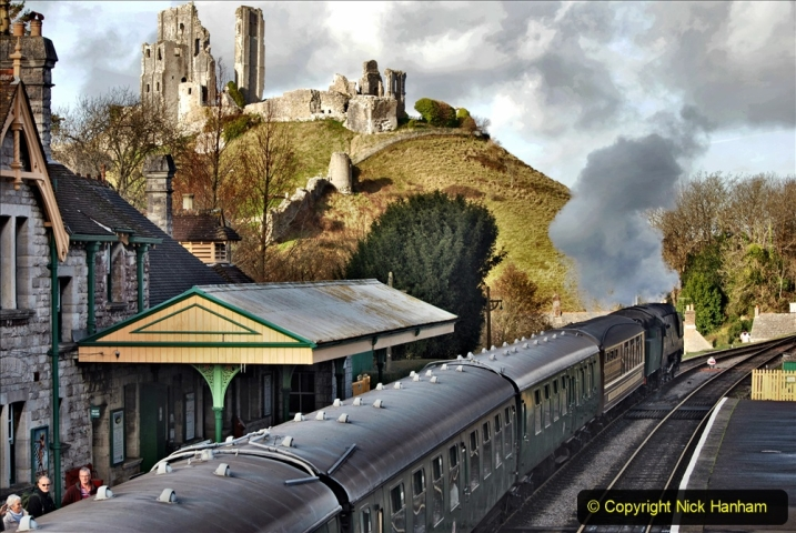 2019-12-07 SR Santa Specials Gallery 1. (81) Corfe Castle. 081