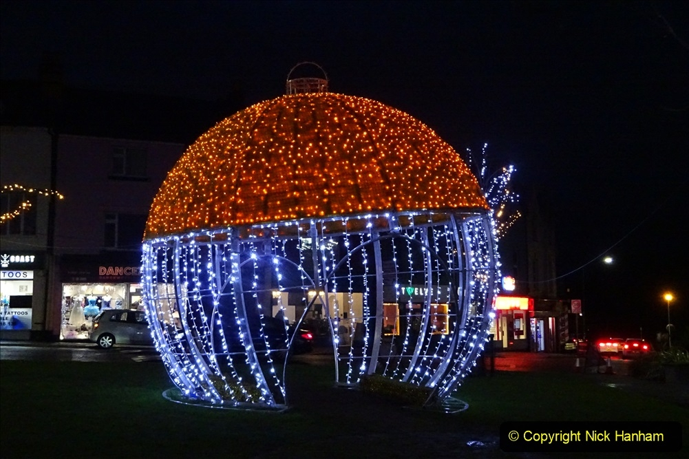 2019-12-12 Christmas Cracker & Bournemouth (100) The triangle. 100