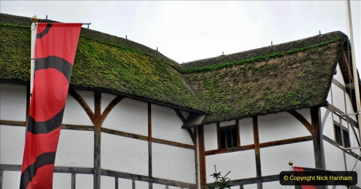 2019-12-16 London. (81) Thr Globe Theatre tour and note the ONLY thatched roof in Central London. 081