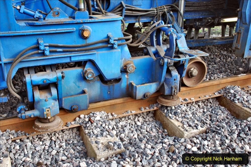 2020-02-06 Track renewal work & Tamper. (61) 061