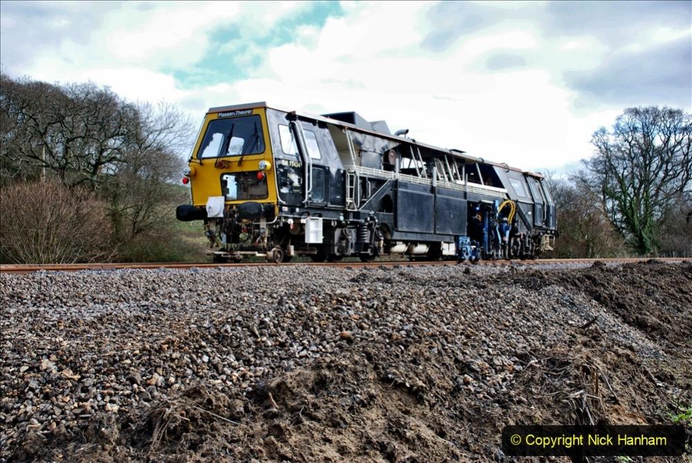 2020-02-06 Track renewal work & Tamper. (64) 064