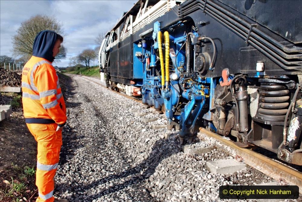 2020-02-06 Track renewal work & Tamper. (91) 091