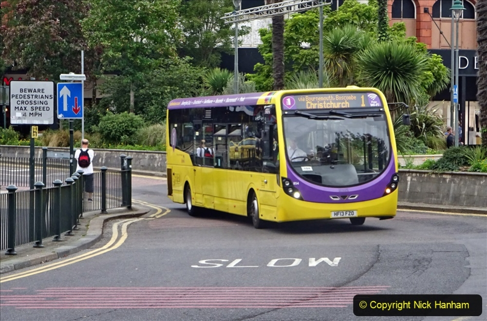 2020-09-09 More Yellow Buses Bournemouth Square. (17) 189