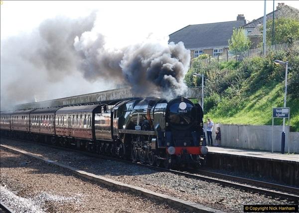 2017-04-08 34046 Braunton as 34052 Lord Dowding at Pokesdown, Bournemouth, Dorset. (7)115