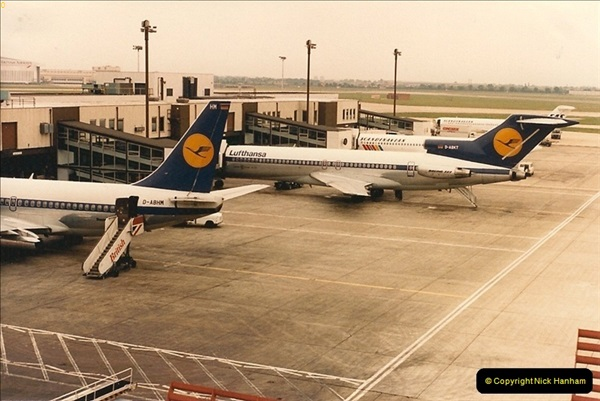 1986-06-21 London Heathrow Airport.  (6)044