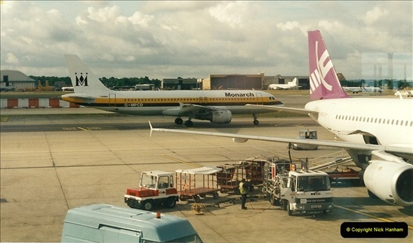 1995-07-17. London Gatwick Airport.  (1)160