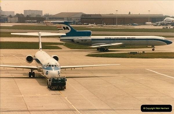 1986-06-21 London Heathrow Airport.  (12)050