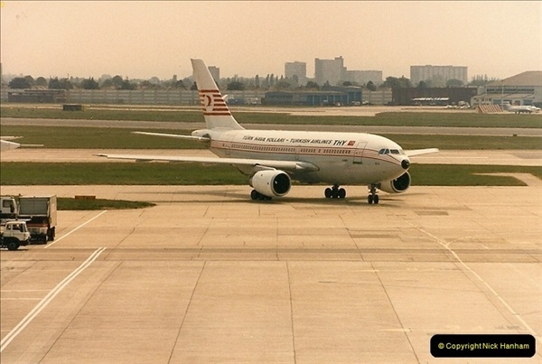 1986-06-21 London Heathrow Airport.  (13)051