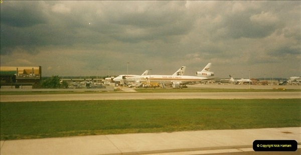 2000-05-20 London Gatwick Airport.  (1)207
