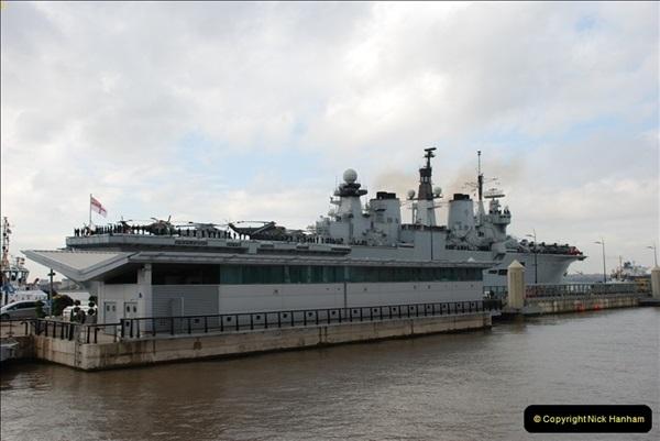 2009-10-22 HMS Illustrious @ Liverpool (1)615