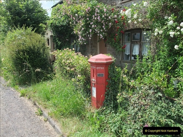2010-06-24 Holwell, Dorset. Possibly the Worlds oldest working pillar box (11)415